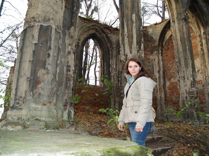 W kaplicy pałacu Sławików