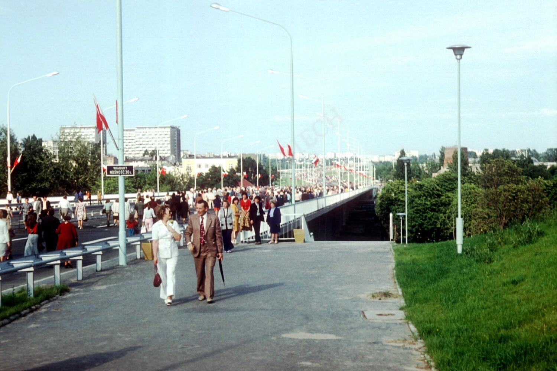 Wejście na most.