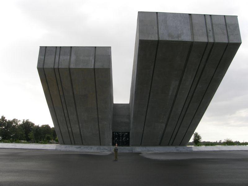 Hrabyne-pod pomnikiem