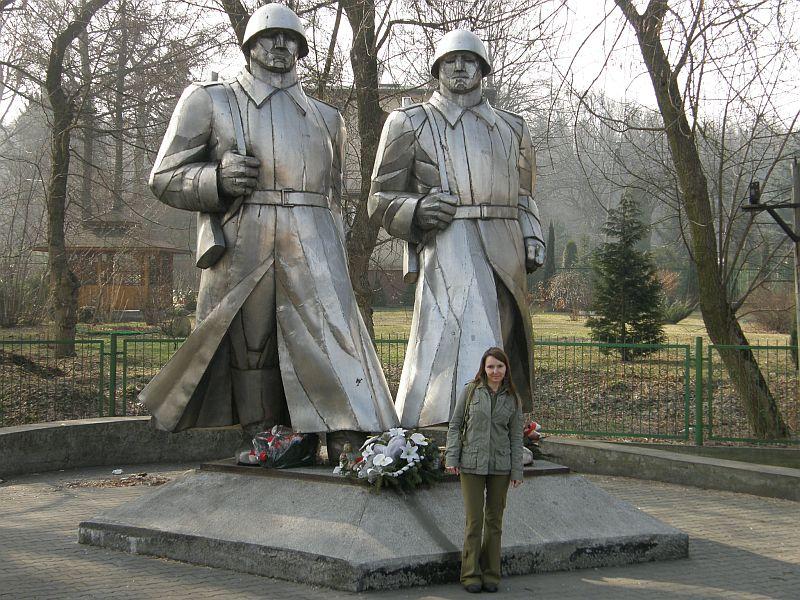 Pomnik w Dąbrowie G.