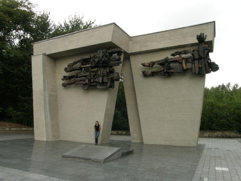 Pomnik koło Szadurczyc